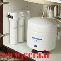 تعویض فیلتر دستگاه تصفیه آب زیرسینکی